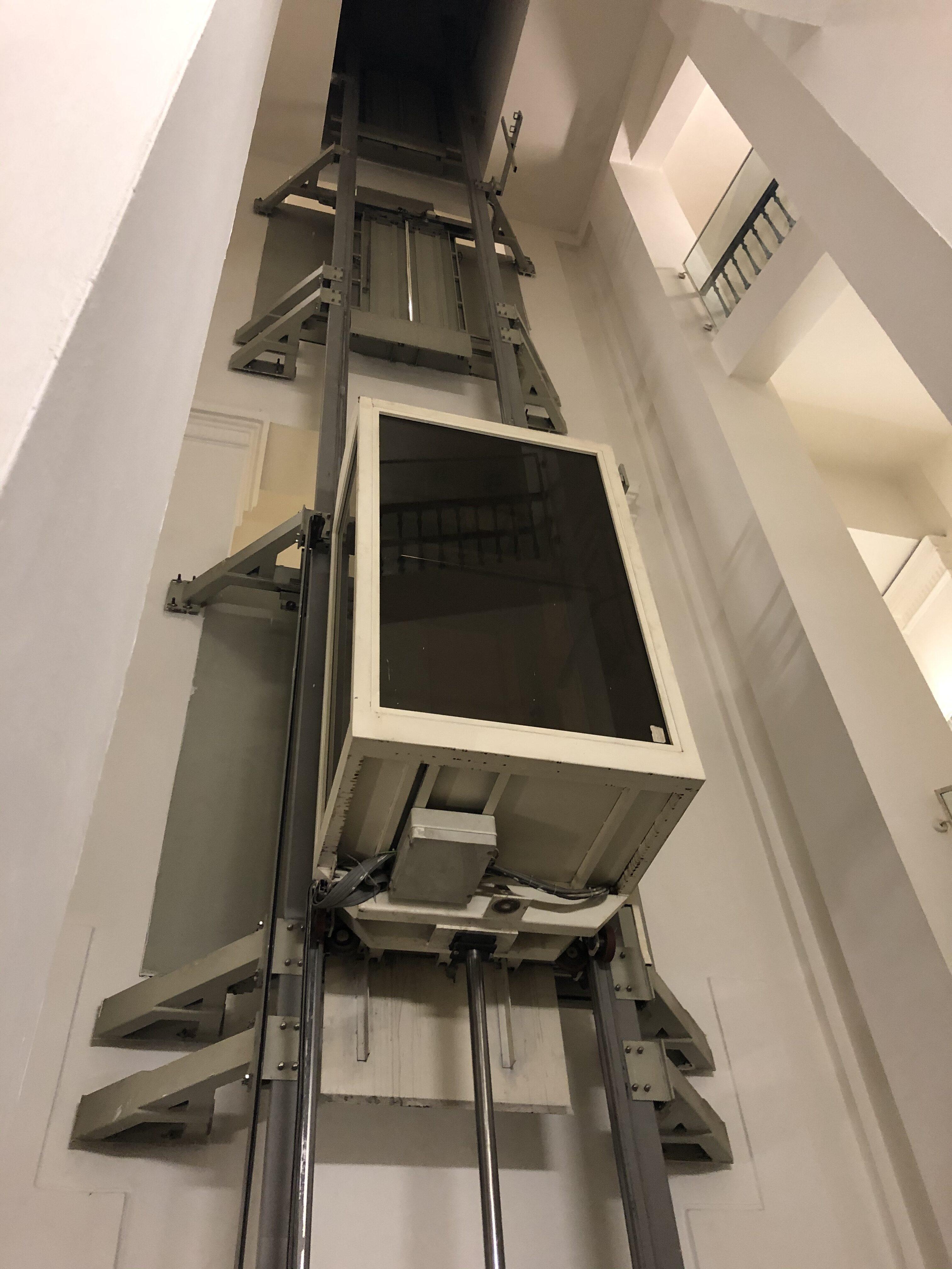 Výtah před plánovanou rekonstrukcí.